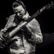 Competindo com o maior, o MELHOR baixista do mundo é LATIN