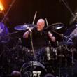 Chris Slade: ex baterista do AC/DC disponibiliza primeiro single de seu projeto