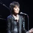 """Joan Jett: cantora afirma que """"racismo e desigualdade são sistêmicos nos EUA"""""""