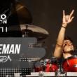 """Angra divulga vídeo ao vivo de """"Caveman"""" do DVD """"Ømni Live"""""""